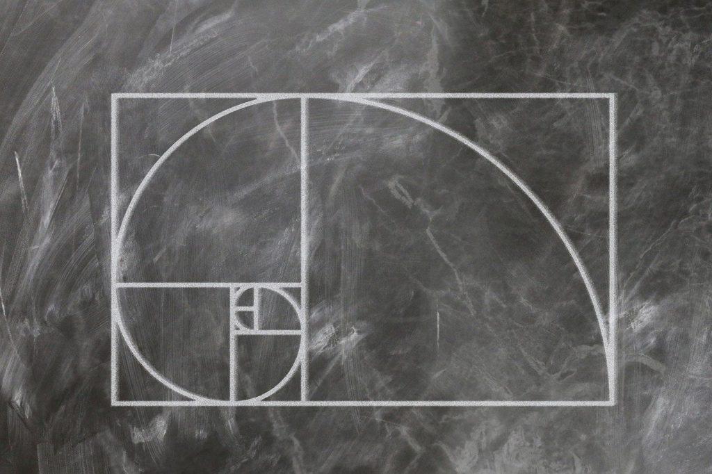 """<img src-""""fibonacci-3210943_1280.jpg"""" alt=""""フィボナッチ 図 説明"""">"""
