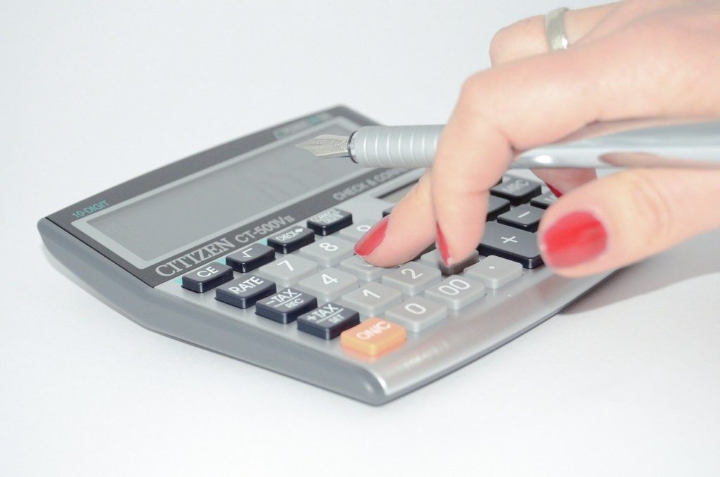 "<img src=""calculator-428294_1280.jpg"" alt=""経費 計算 イメージ"">"