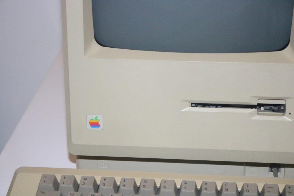"<img src=""matthew-m-KH0o-C1Z7lU-unsplash.jpg"" alt=""古い 格安 パソコン イメージ"">"