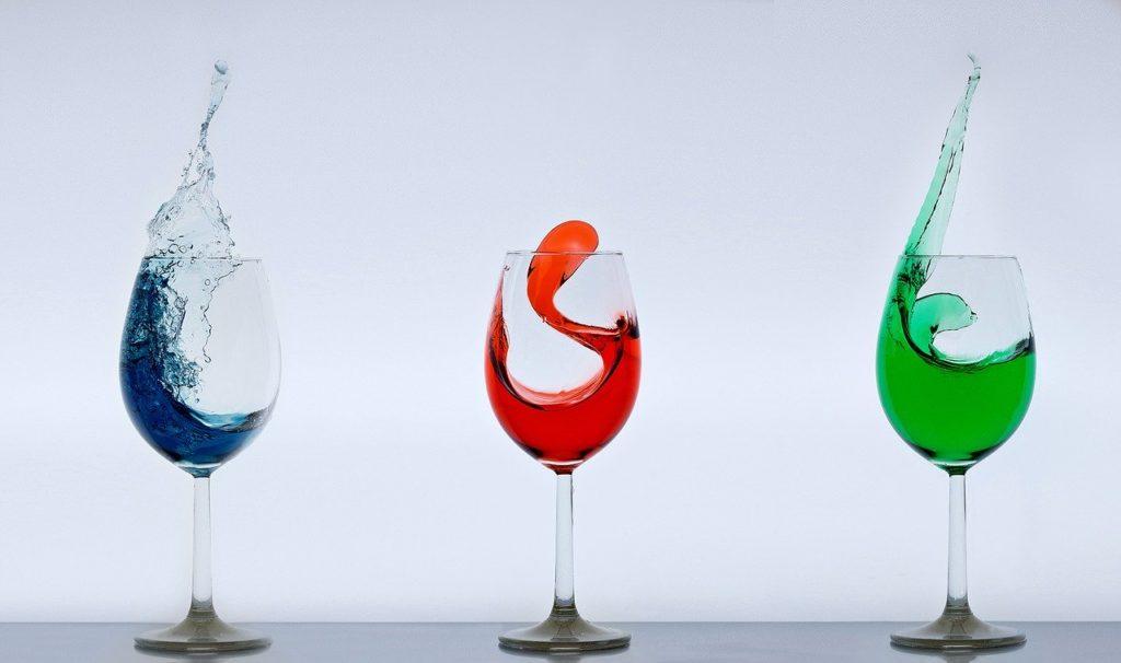 "<img src=""wine-glasses-2300713_1280.jpg"" alt=""特徴 色 違い イメージ"">"