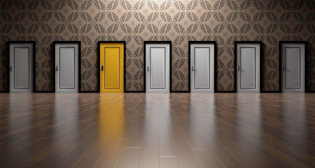 """<img src=""""doors-1767563_1280-1.jpg"""" alt=""""FX 会社 選択肢 イメージ"""">"""