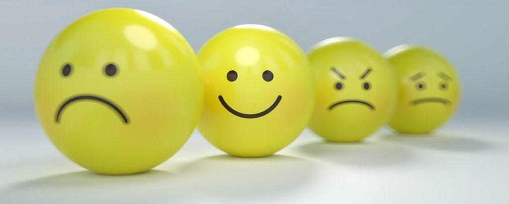 """<img src=""""smiley-2979107_1280-e1588838849179.jpg"""" alt=""""運 比較 人 表情 イメージ"""">"""