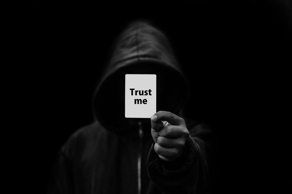 "<img src=""trust-4321822_1280.jpg"" alt=""信用 怪しい 人"">"