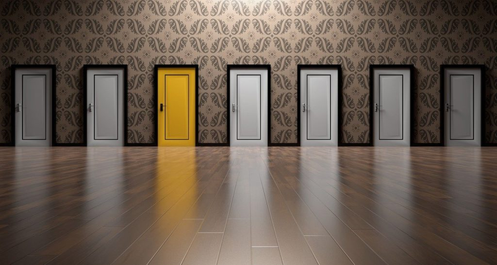 "<img src=""doors-1767563_1280-2.jpg"" alt=""選ぶ 扉 FX会社 イメージ"">"